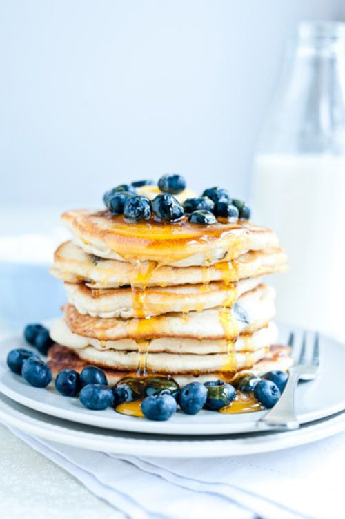 Pancakes with syrup and blueberries