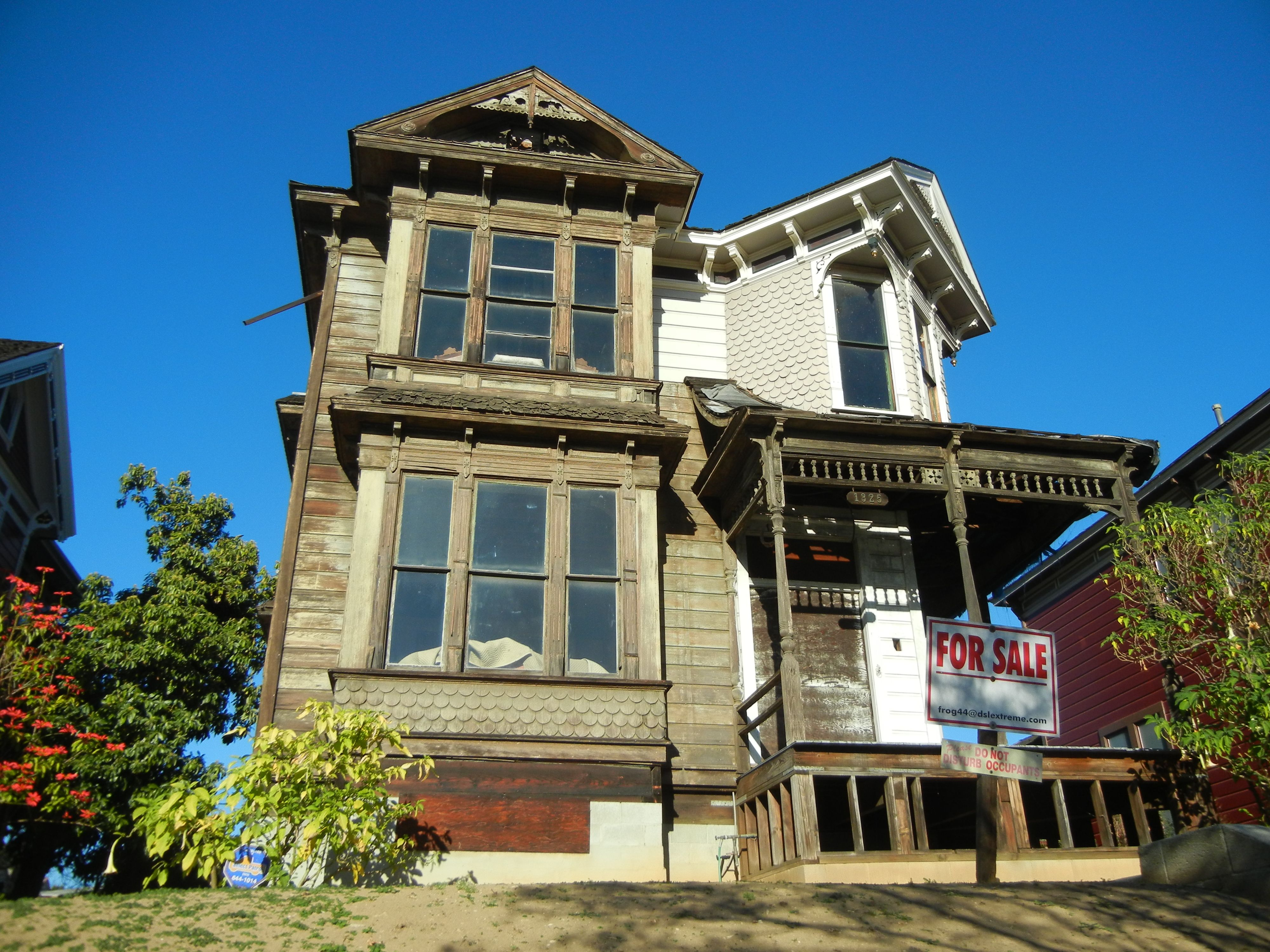 For Sale In The Angelino Heights Section Of Los Angeles Victorian Homes Derelict House Haunted Places