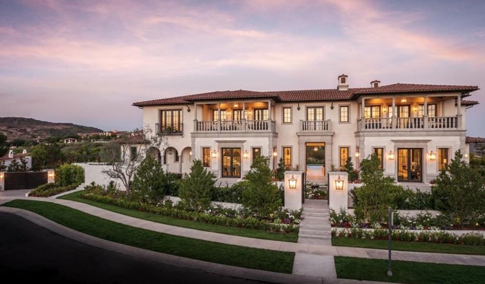 19 8 Million Newly Built Mansion In Newport Beach California Mediterranean Homes California Beach House Mediterranean Mansion