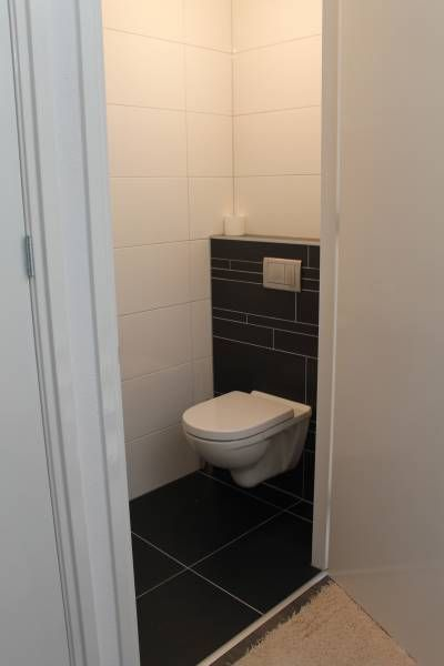 toilet met vloertegels 45x90 superstrak design en vierkant, Badkamer