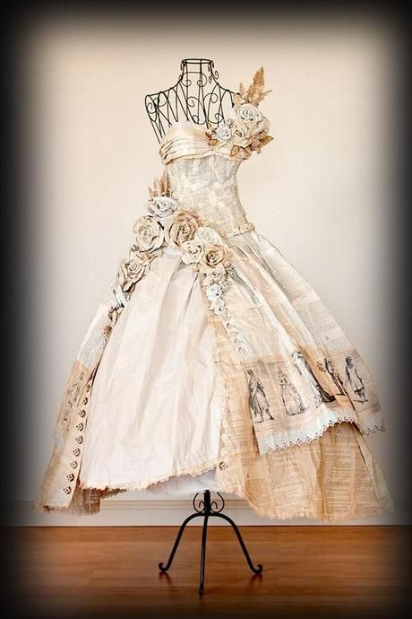 caba295cb8 20 espectaculares vestidos hechos con libros