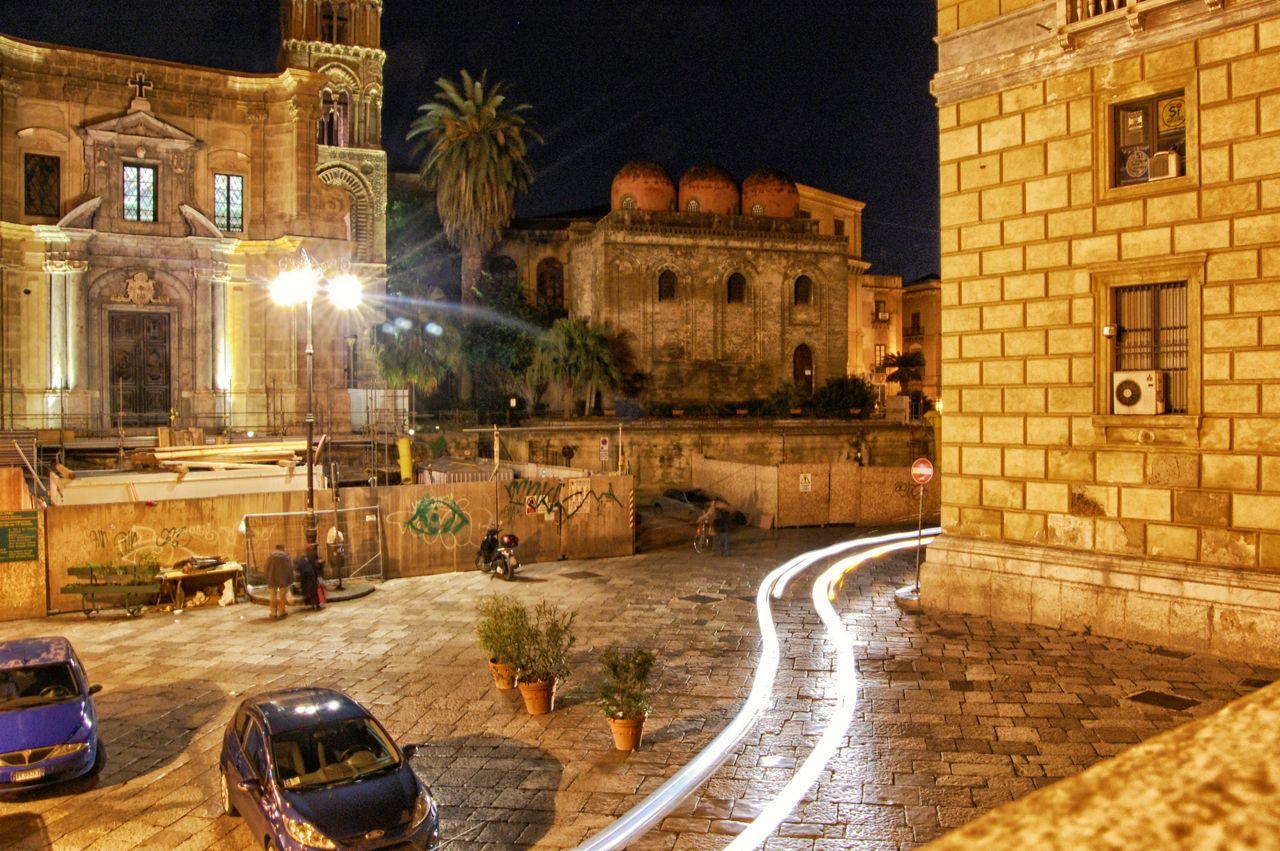 La più bella città della Sicilia, sede del re, è Palermo. Essa è il ...