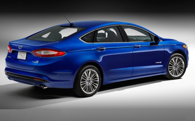 2017 Ford Fusion Hybrid Handsome Comfortable Efficient