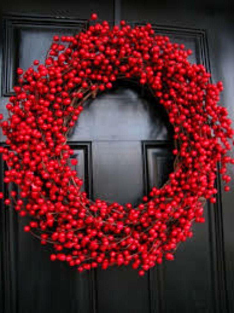 t rkranz zu weihnachten weihnachten rot rote beeren und t rkr nze. Black Bedroom Furniture Sets. Home Design Ideas