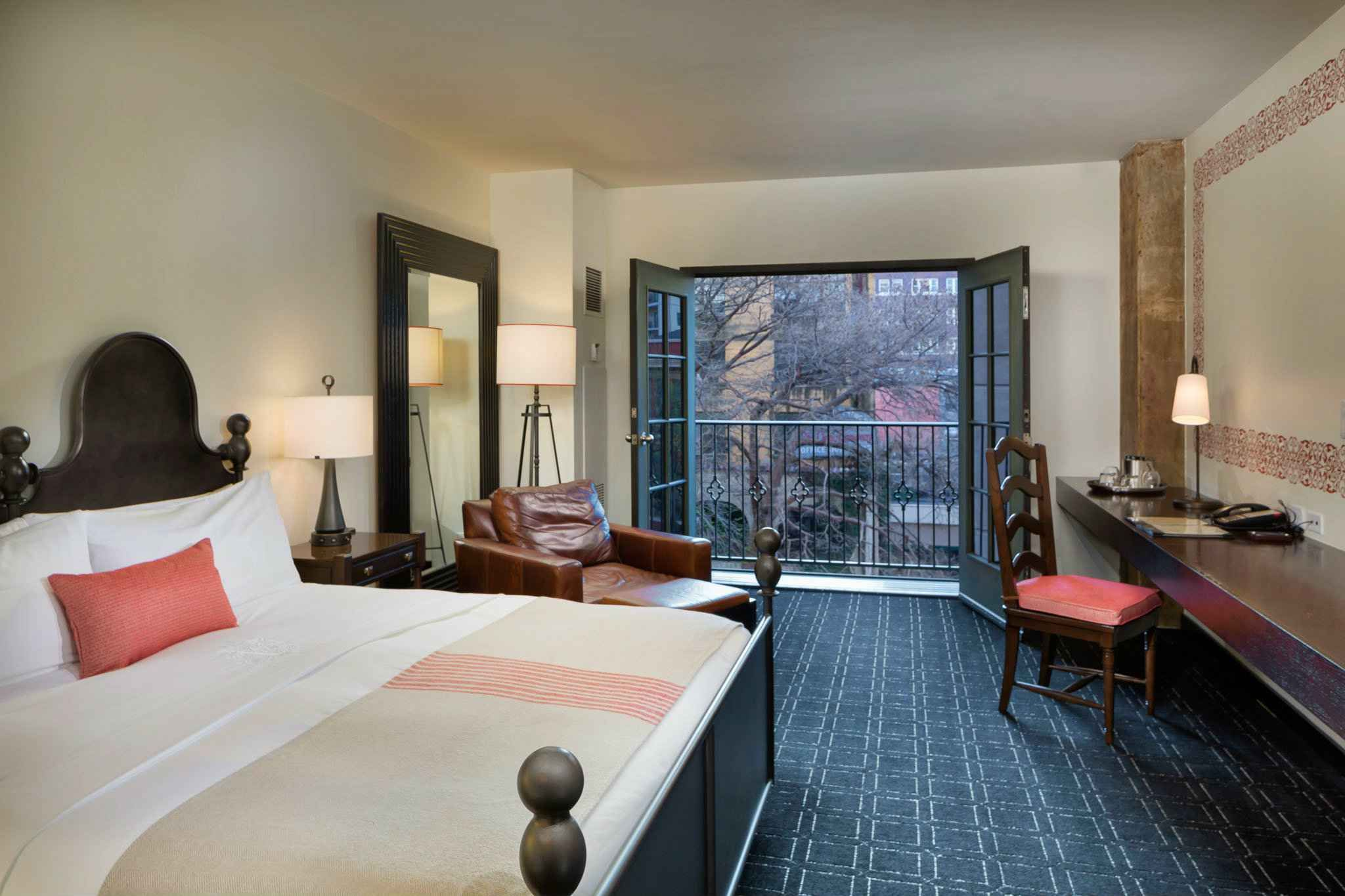 Hotel Valencia Riverwalk King Juliette Balcony Room Over