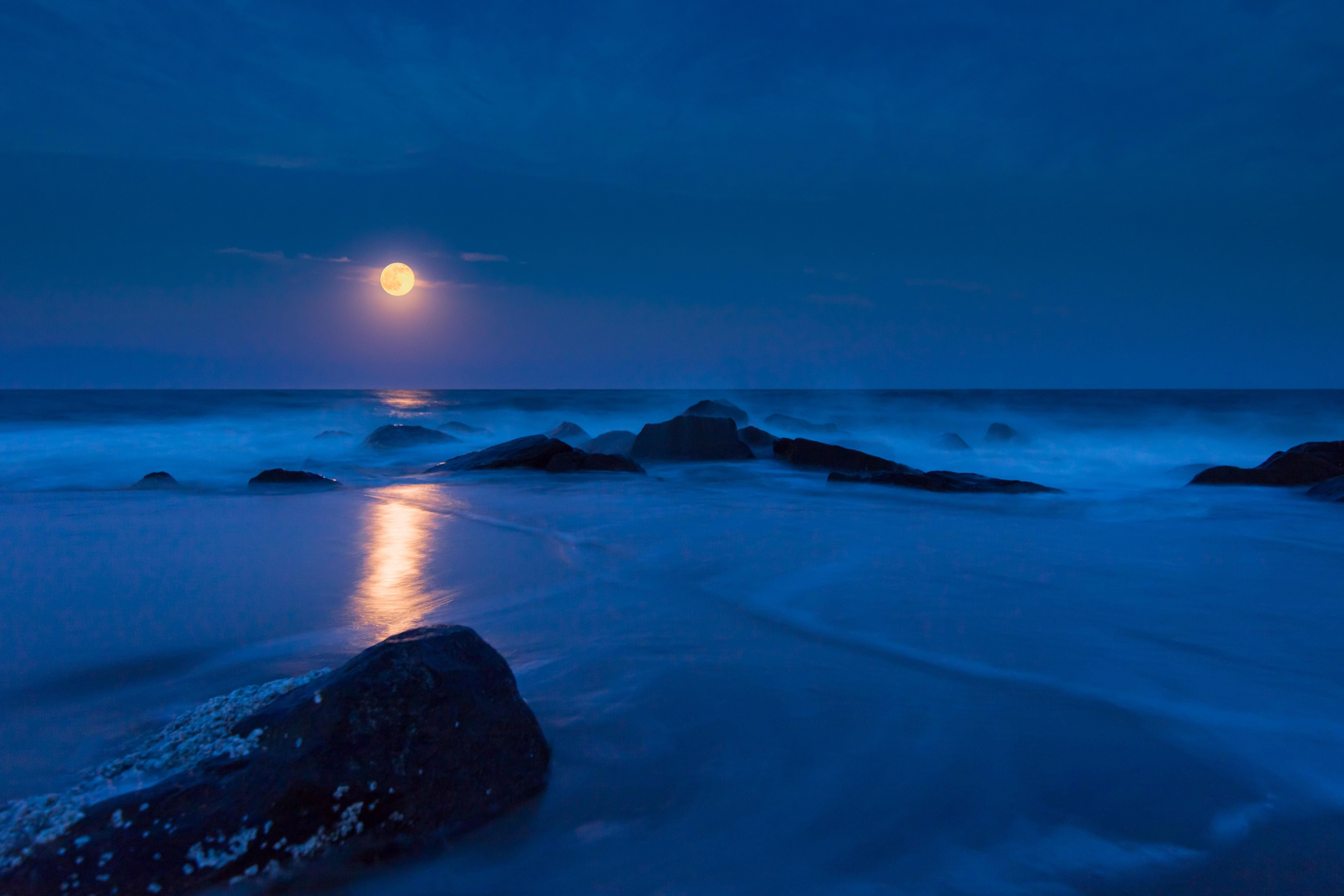 Strawberry moon at long beach island. http://ift.tt/28QvAwg. want to see more amazing #nature/ #landscape photos follow @cutephonecases
