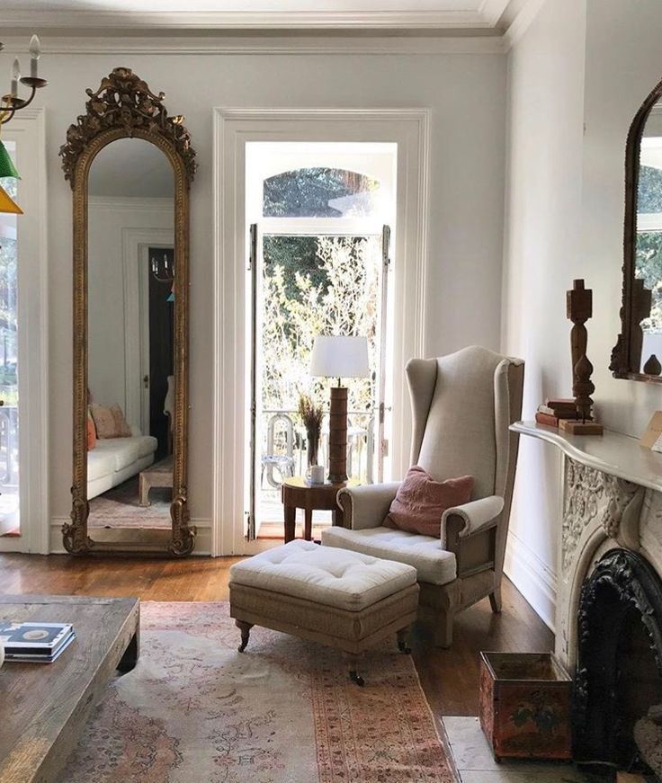 Contemporary classic living room with vintage elegant decor livingroom livingroomdecor livingroomdesign anthropologie anthropologiehome anthrohome also rh pinterest