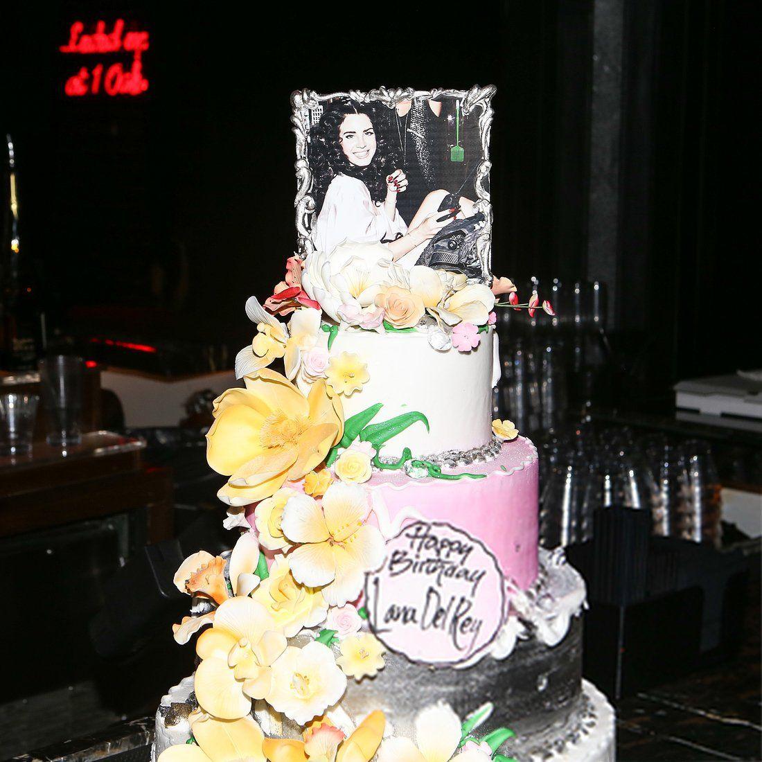 Lanas Birthday Cake Quincenera Stuff Pinterest Birthday Cakes