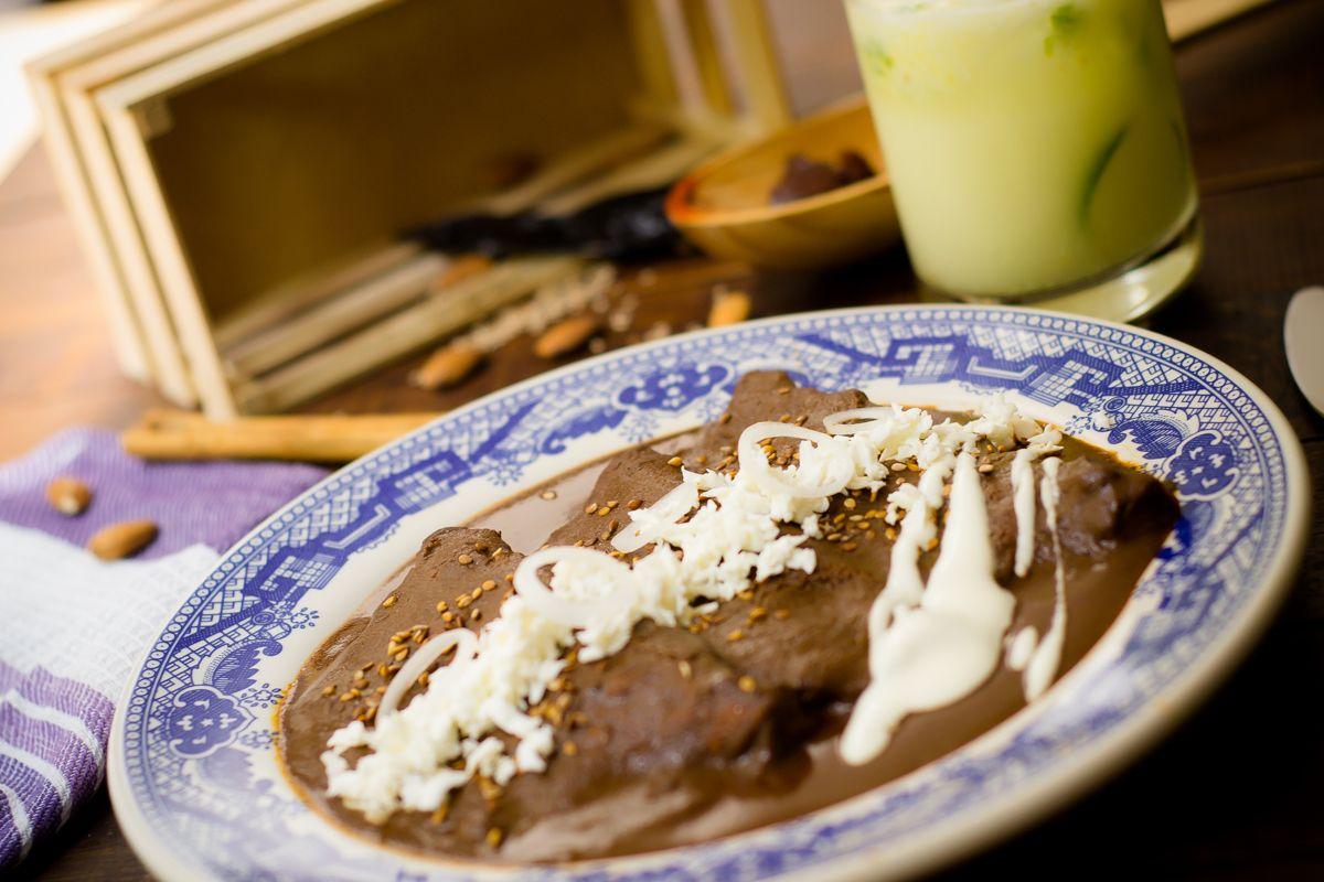 Enchiladas de Mole | Receta | Recetas de comida mexicana ...