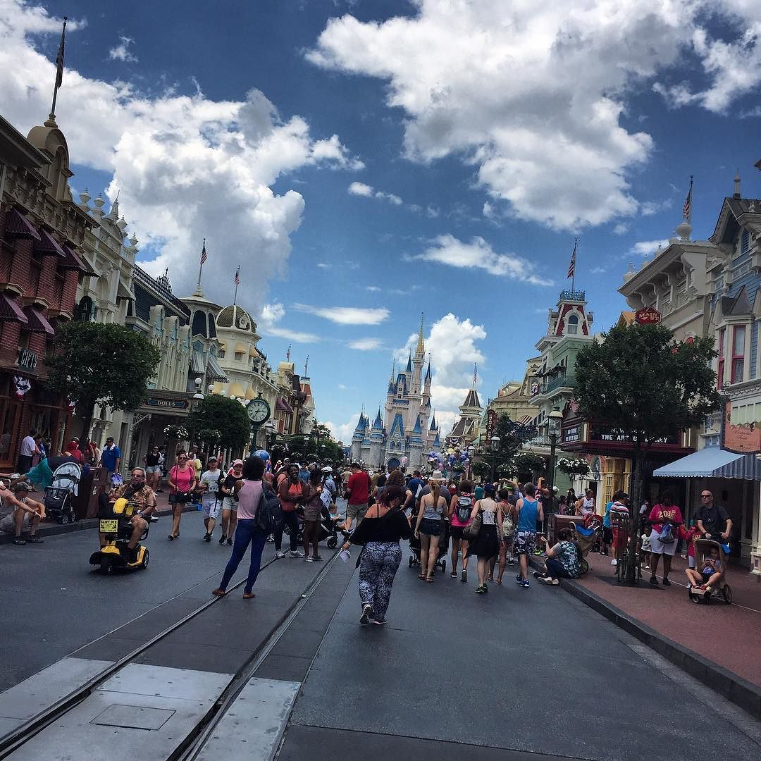 I'm walking right down the middle of Main Street USA! @WDWToday