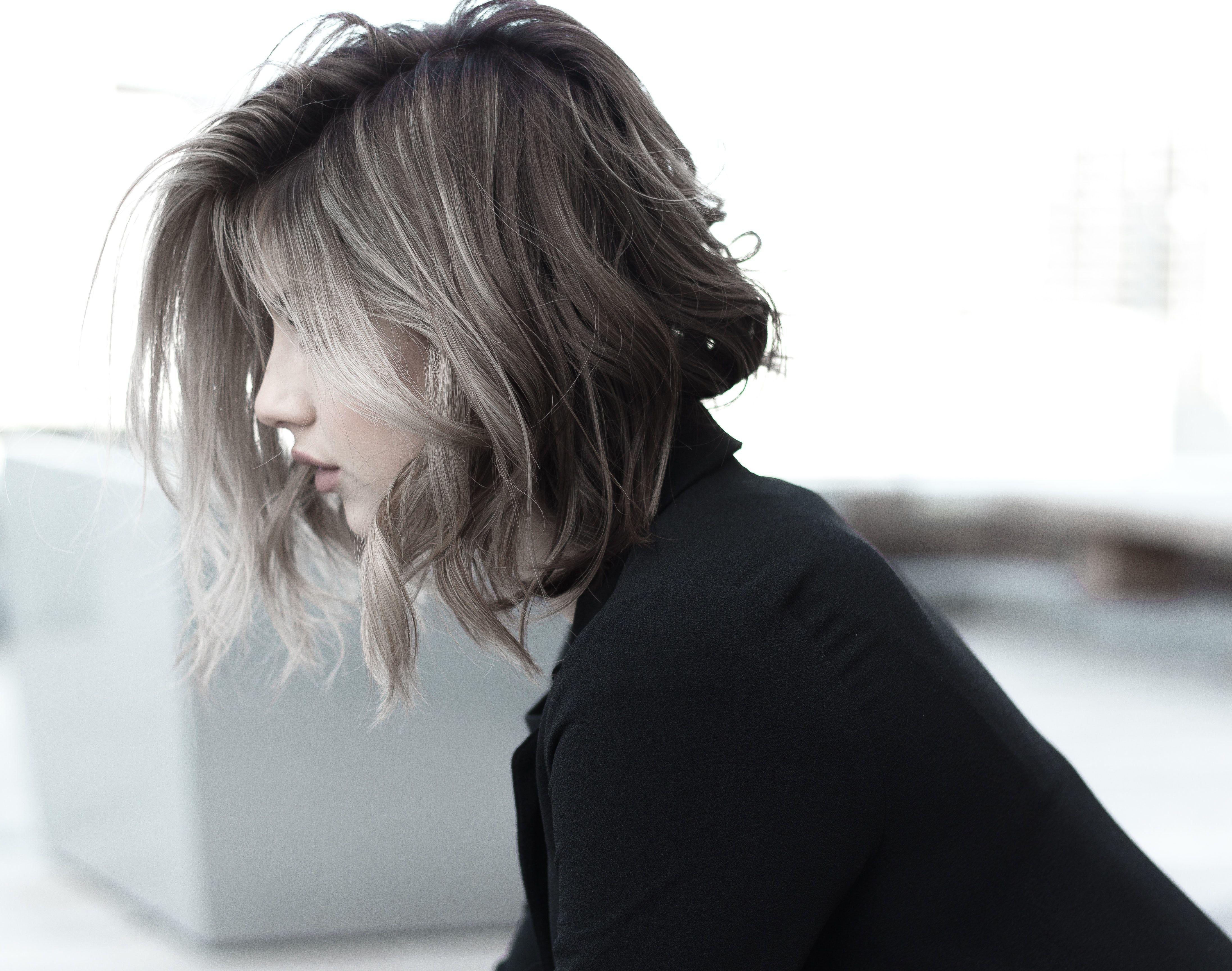 Sredniej Dlugosci Najmodniejsze Fryzury Damskie 2020 Ash Blonde Hair Colour Hair Styles Hairstyle