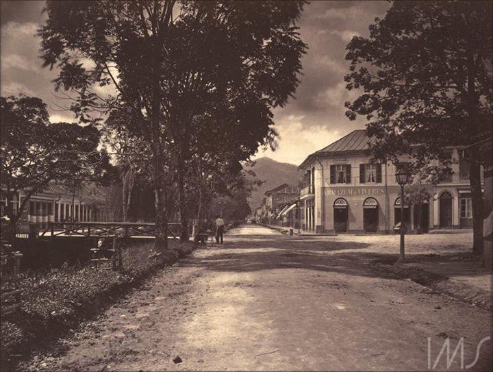 Esq. Rua do Imperador com Mal. Deodoro (1870).