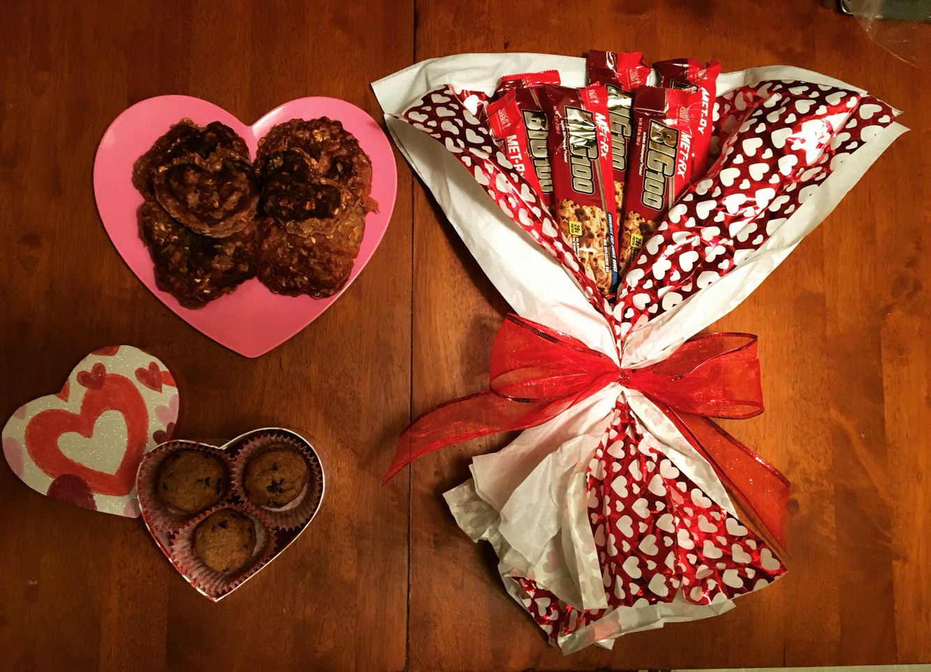 This is how you swolemate. Bouquet of MetRx Cookie Dough protein bars, homemade cookie dough protein truffles, and heart shaped chocolate covered strawberry protein pancakes. Valentine's Day 2016 ❤️