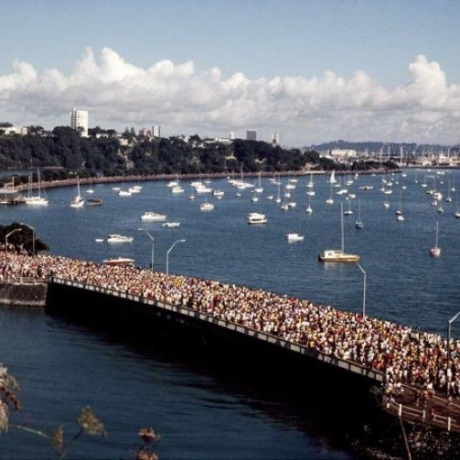 Round the Bays is one of Auckland's best-loved charity fun runs for the end of summer.The course is between Quay Street and the waterfront at St Heliers Bay stretching across 8.4km! Kit out your team with aussie beach tees!
