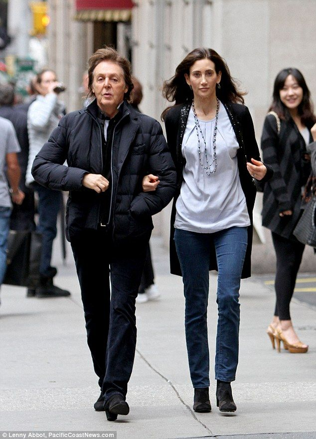 Love Me Do Paul McCartney Walks Arm In With Wife Nancy Shevell After Performing A Surprise Concert Times Square