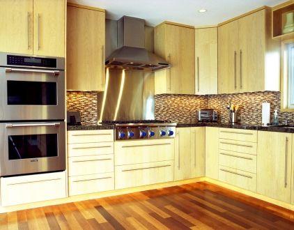 warm hardwood floors in modern kitchen.    #design  #interior #kitchen #modern #backsplash #tile