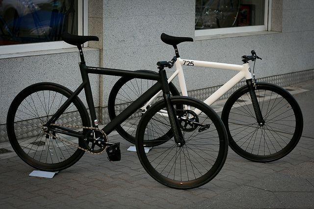 Leader 725TR black and white bike style. See more stylish women on bikes at melisinestudio.com and @melisinestudio on instagram.