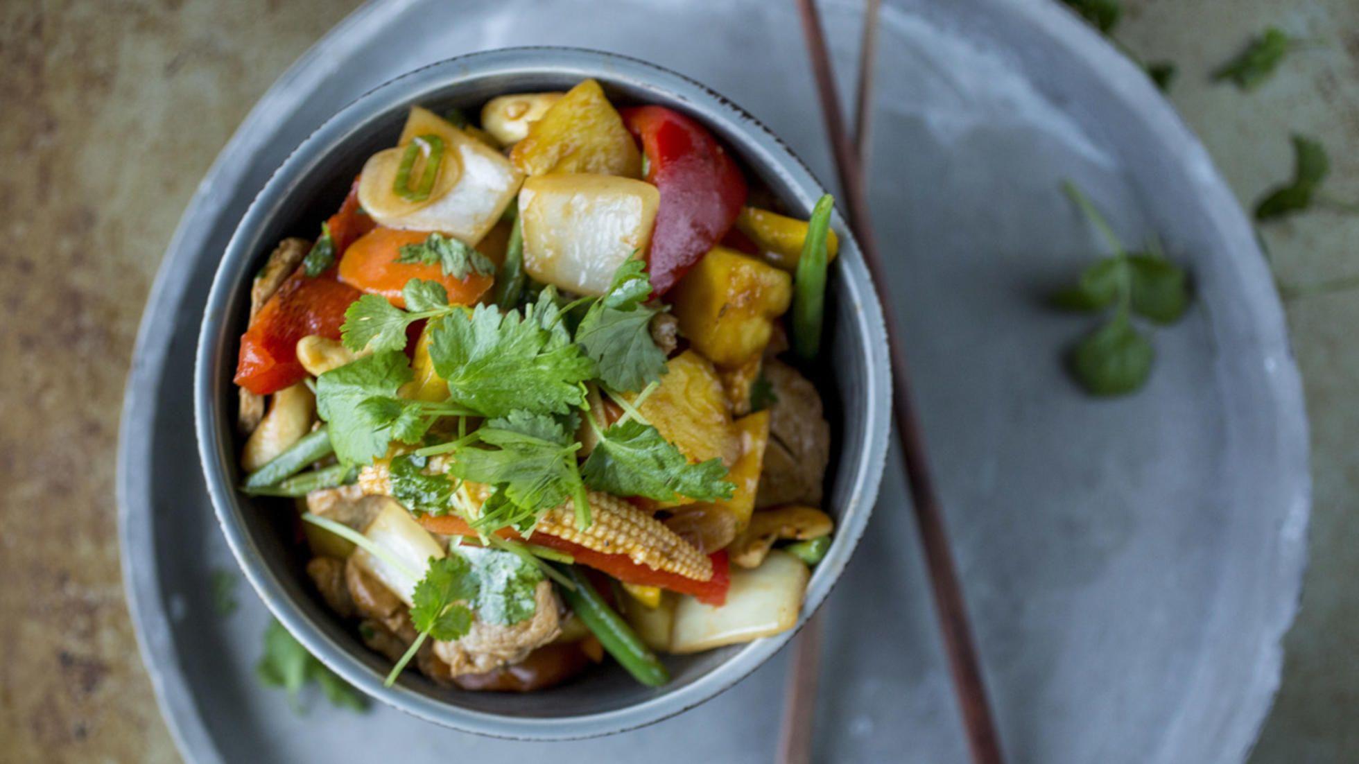 Svinekjøtt og grønnsaker  i «sursøt»-saus