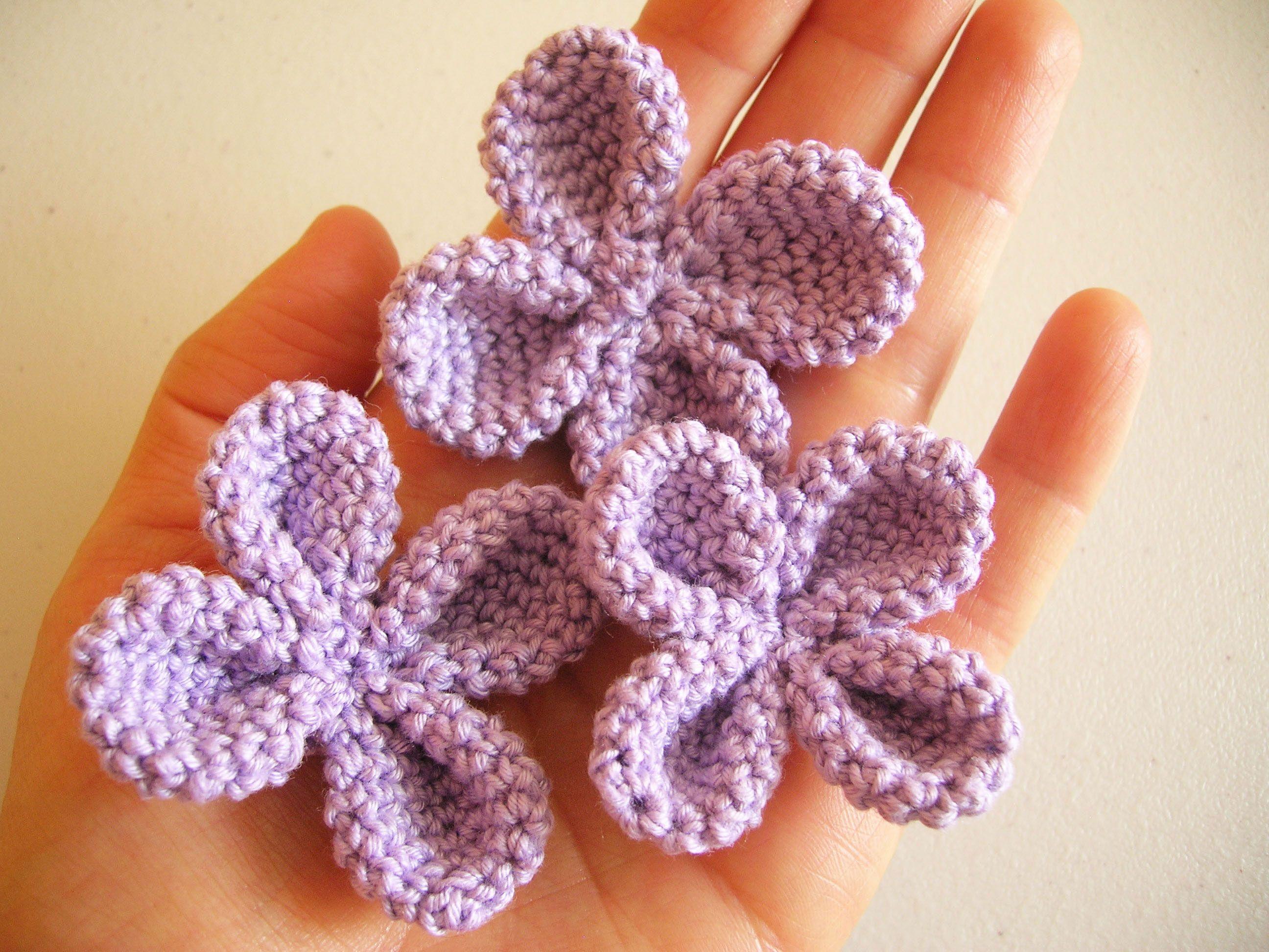 Crochet four petal flower, free pattern/ Flor de cuatro pétalos a ...