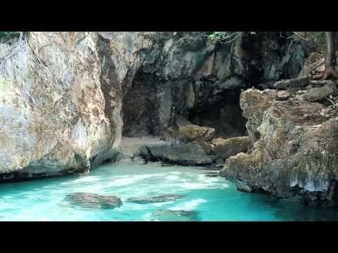 La grotte secrète accessible en bateau - YouTube