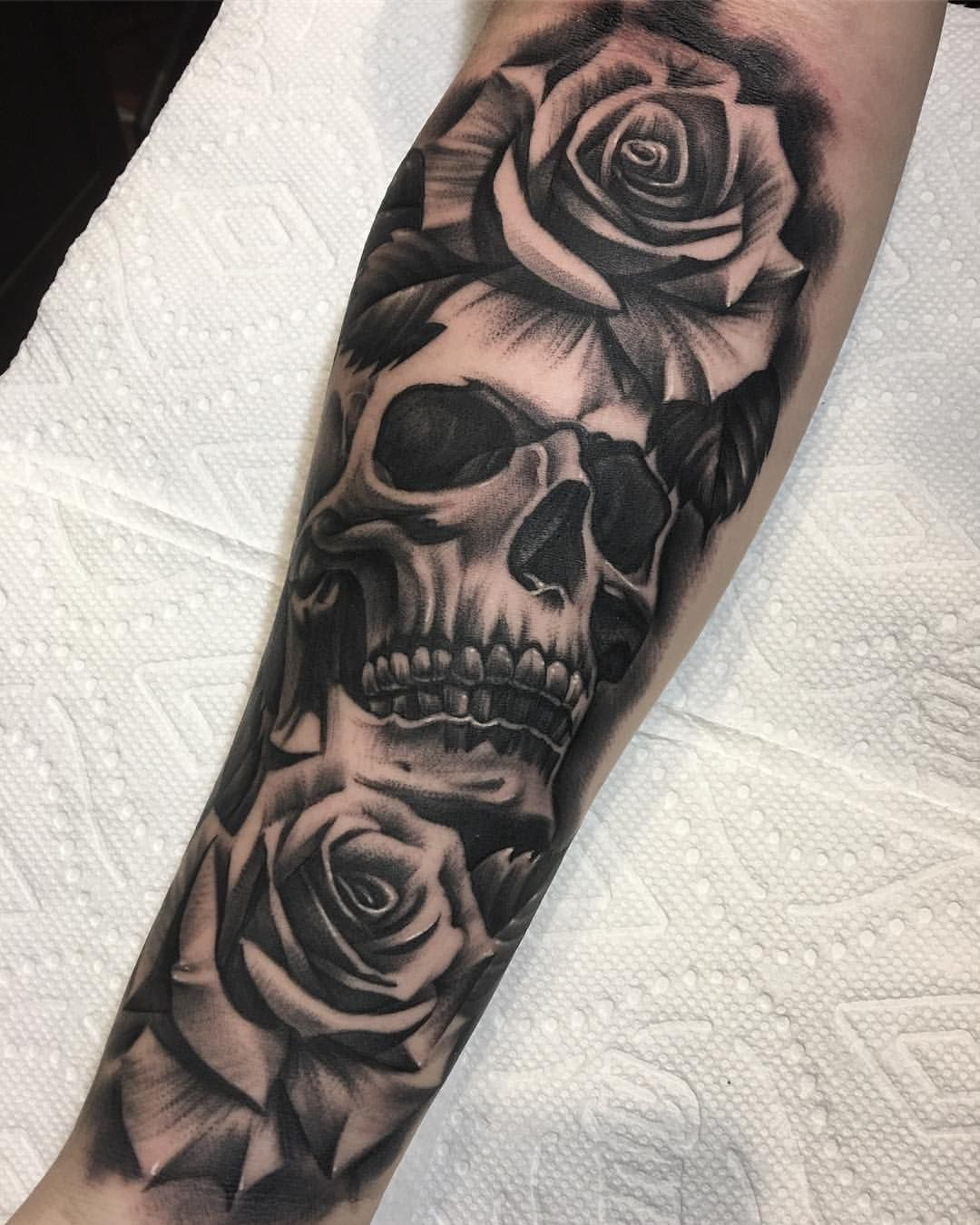 Skulls And Roses Are Always Funnnnn Undertheguntattoo Tattoo Art Hollywood Losangeles Califo Skull Sleeve Tattoos Hand Tattoos For Guys Rose Tattoos