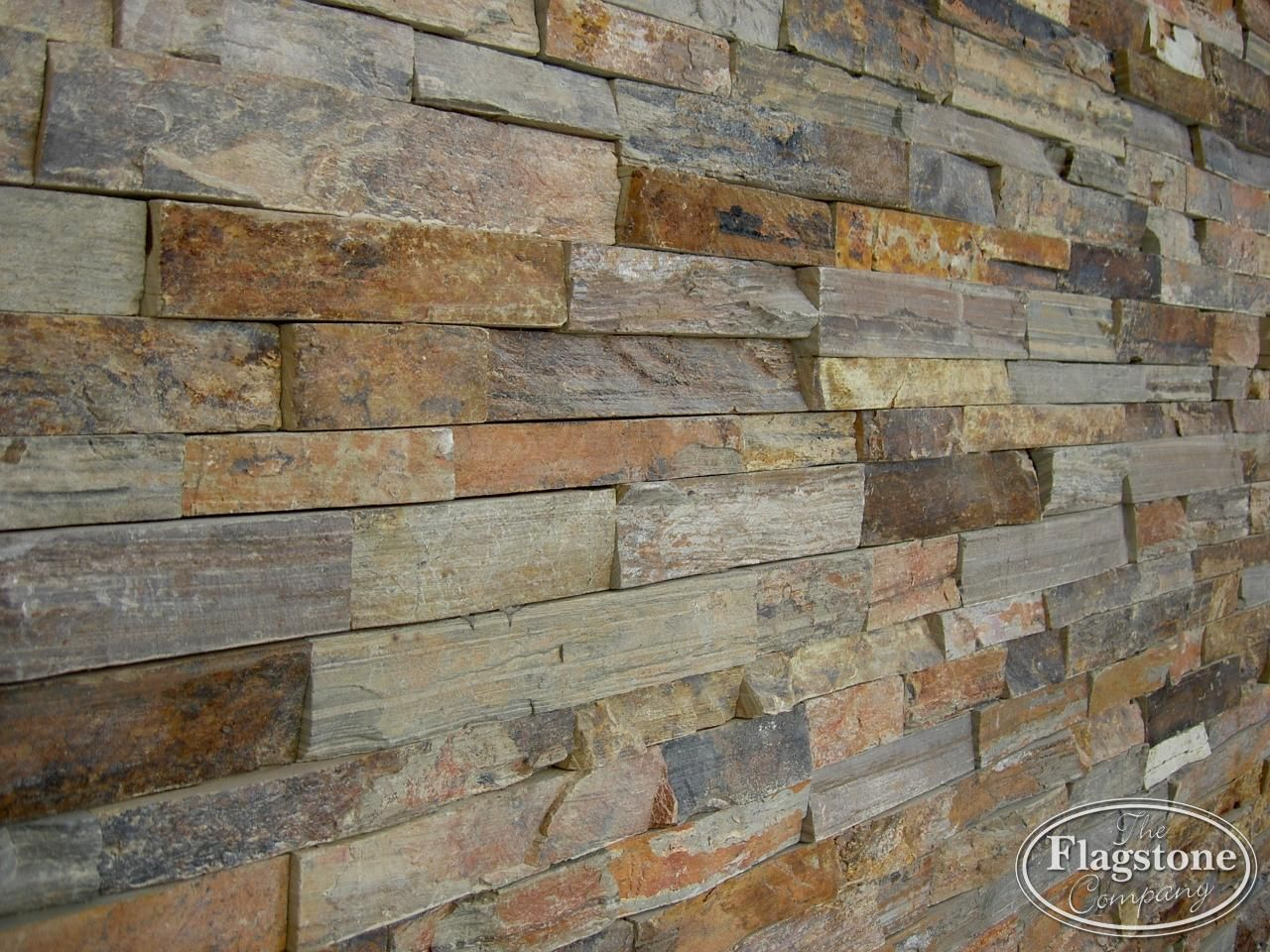 Wand met Natuursteenstrips Rustieke Lei. Detailfoto ...