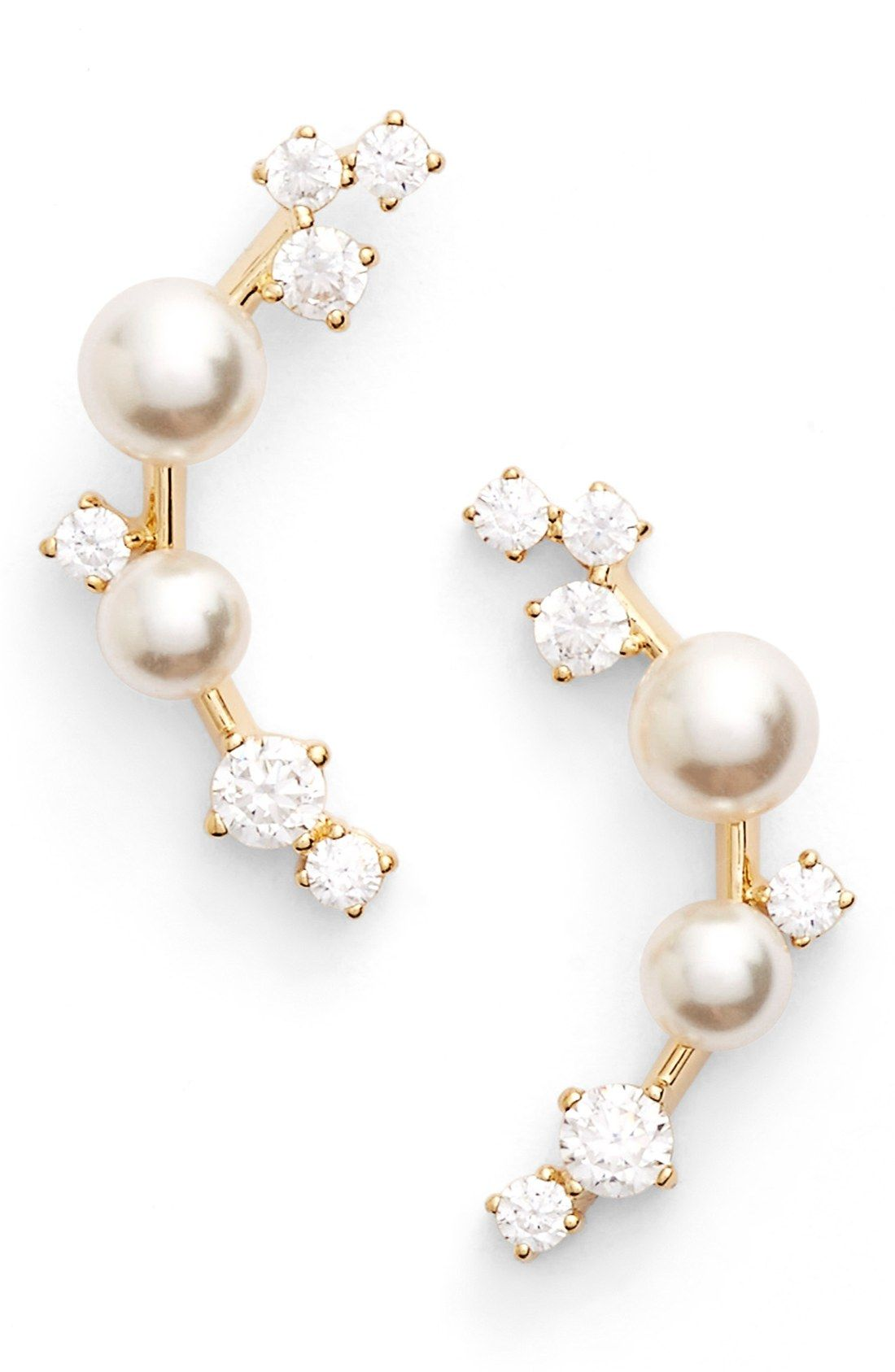 A sprinkling of cubiczirconia crystals and luminous glass pearls
