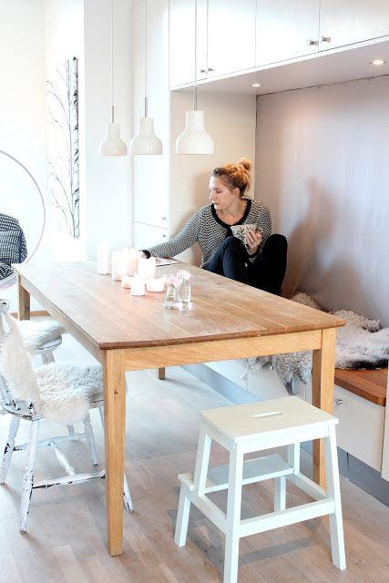 Het Bankje Is Praktisch En Cute Dining Room Small Scandinavian Dining Room Corner Bench Dining Table