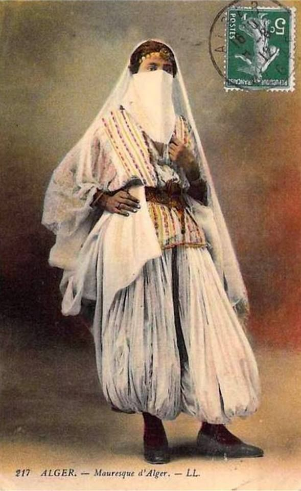 costume traditionnel Algérien Femme à une certaine époque