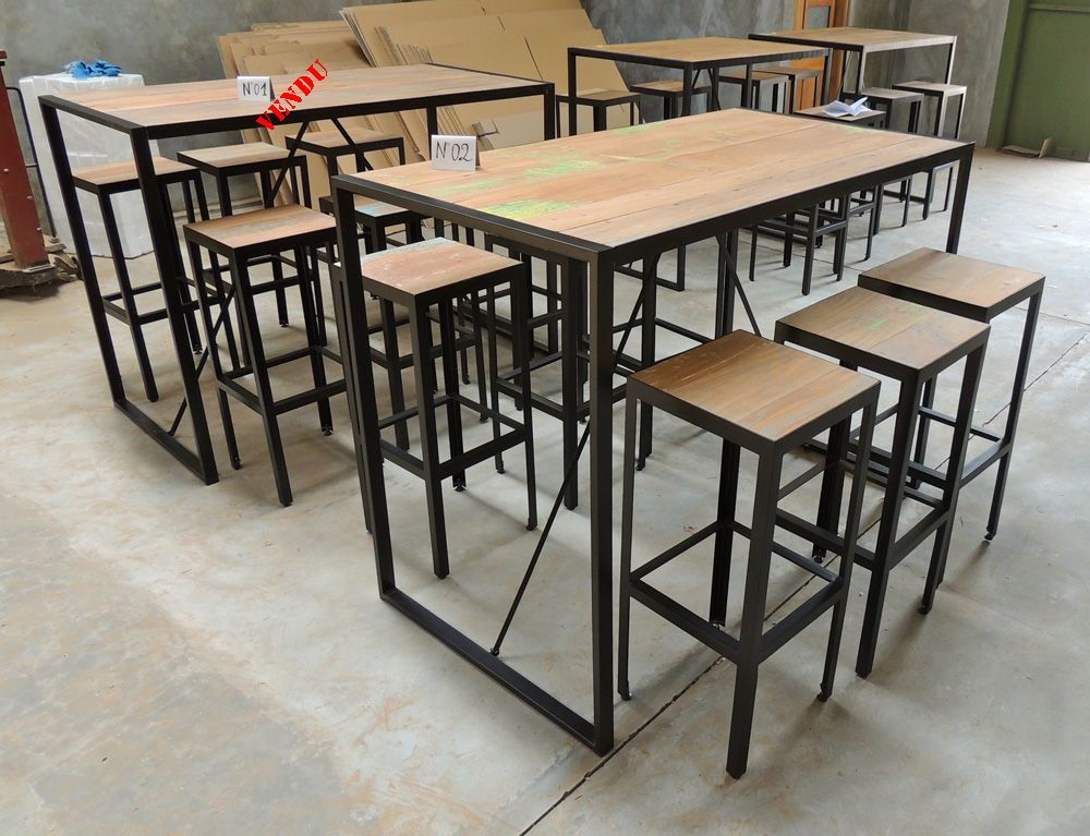 Table bar style industriel en m tal et vieux bois recycl for Table bar en bois