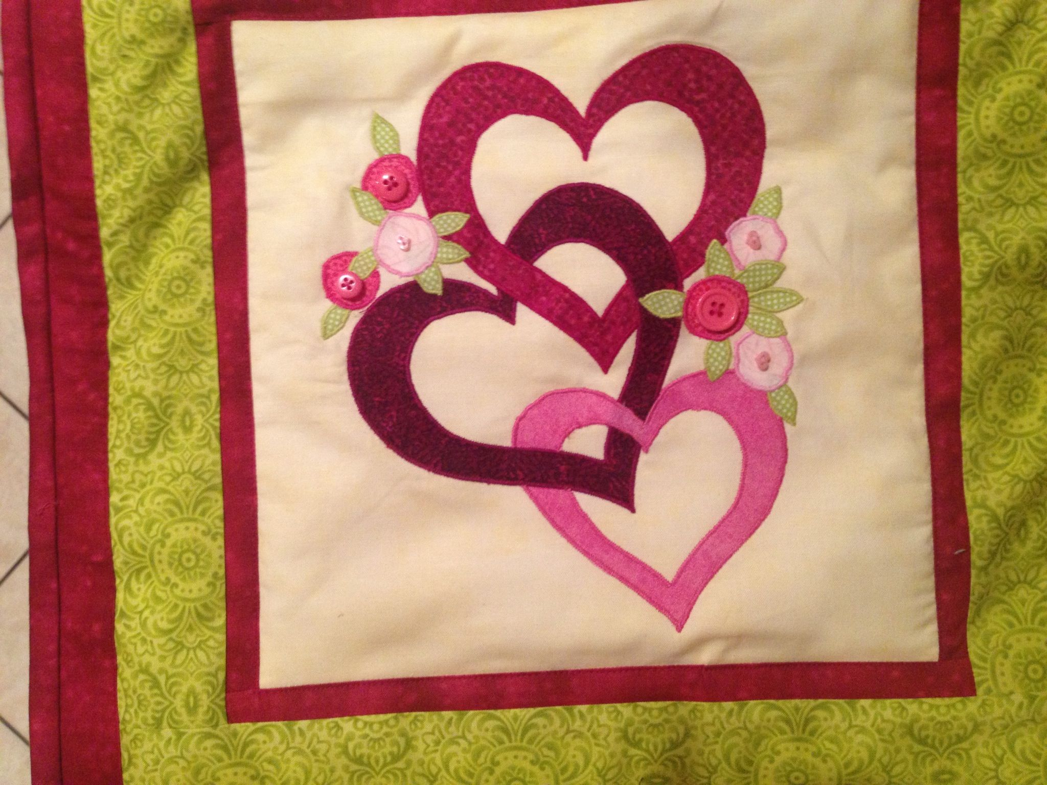 Heart wreaths applique quilt splendid cleverly made amish