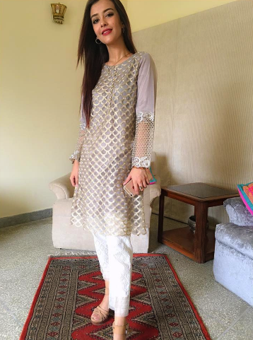 a6e2270d63e 20 Classy Outfits for Pakistani Girls with Short Height | Pakistan ...