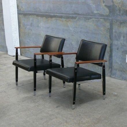 Robert John Pair Of Rare U0027Delux Ultrau0027 Leather Lounge Chairs