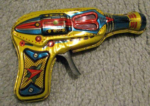 VINTAGE SPACE GUN TOY HERO Made in Japan friction gun 50's 60's TIN TOY