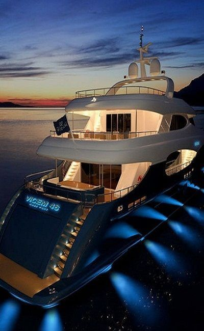 Yacht lights on the side