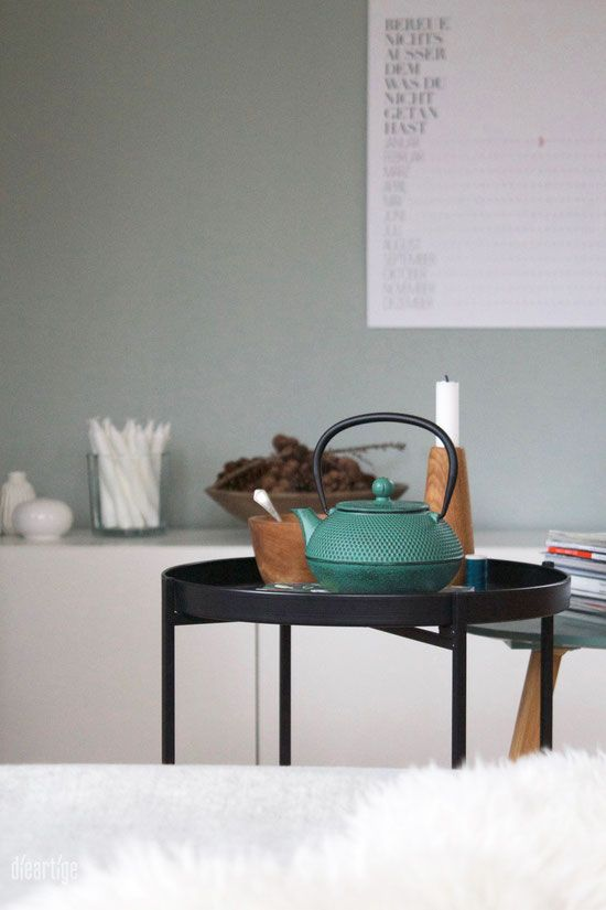 dieartigeBLOG - Salbeiton an der Wand, Teekanne aus Eisen in - wohnzimmer design grun