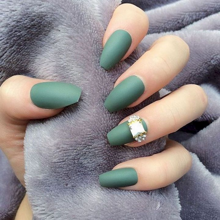 18 Beautiful Green Manicures That Prove It Is the Perfect Shade for ...