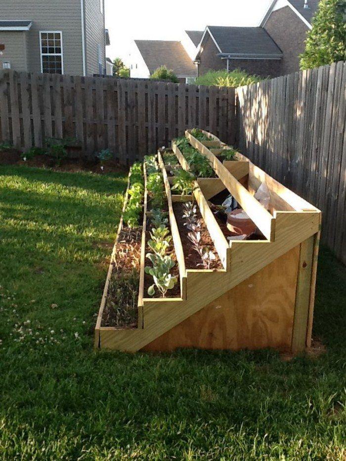 Photo of Vertikaler Pflanzbehälter mit platzsparender Treppe – Garten – Backyard garden …