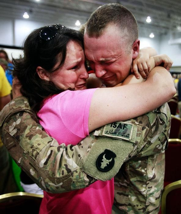 Best Emotional Video Ever Soldier Surprises His Family And Loved Ones Soldier Surprises Military Moments Soldiers Coming Home
