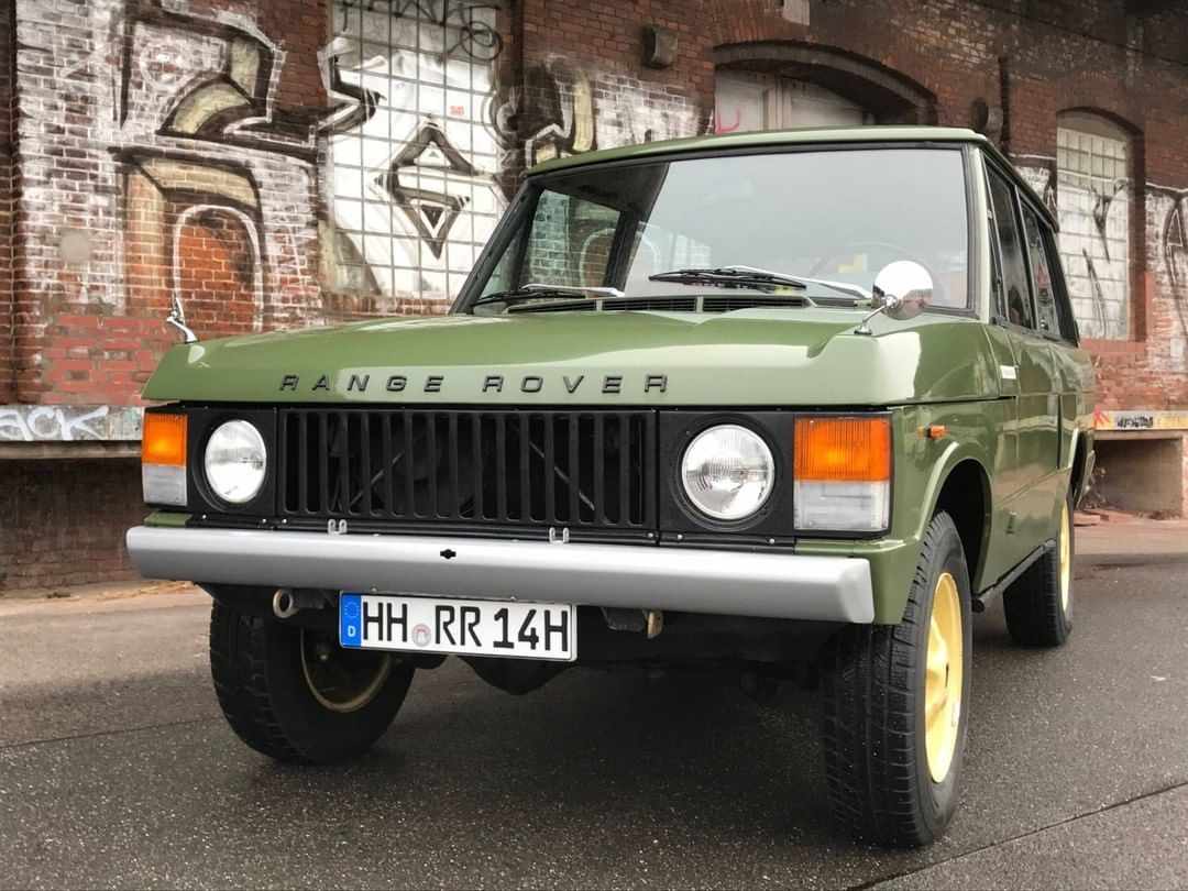 Classic Trader On Instagram Let S Mix It Up Take A Closer Look At This 1981 Land Rover Range Rover Classic In Lin Range Rover Classic Range Rover Land Rover