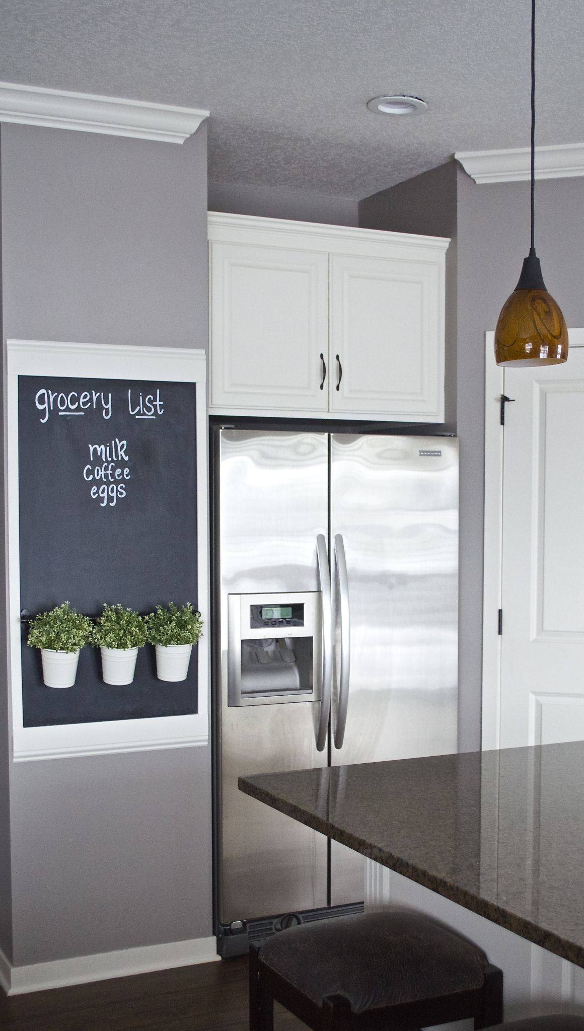 Transform an awkward wall into a chalkboard wall. @thehatchedhome did a fabulous job, and I want a grocery list wall in my kitchen, too! /ES