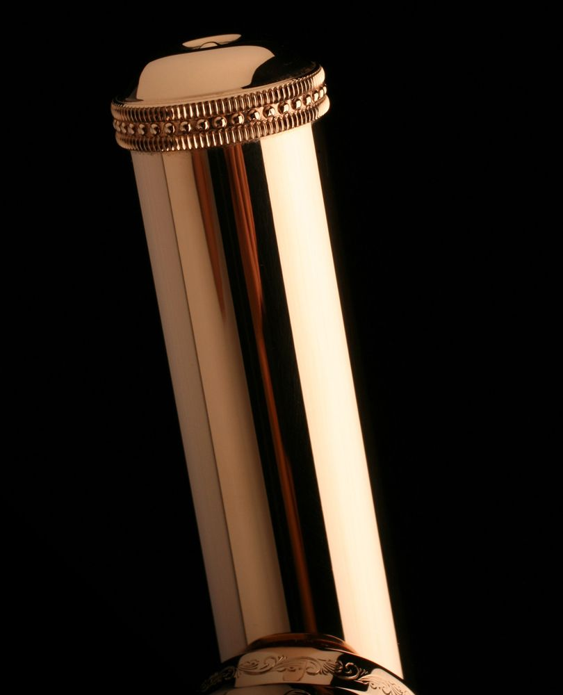 Muramatsu 14K Gold Flute | Crown and Engraved Lip Plate | Muramatsu flutes of gold and platinum stand in a class all their own. These are the most revered and sought-after flutes in the world. Muramatsu flutes made of 9k, 14k, 18k, 24k and those ever-rarer instruments made of platinum represent the ultimate instruments. Each one receives many, many hours of hand work.