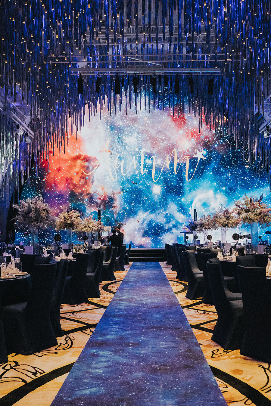 Aaron And Ming Ming S Galaxy Themed Wedding At Jw Marriott South Beach Singapore Starry Night Wedding Theme Galaxy Wedding Starry Night Wedding