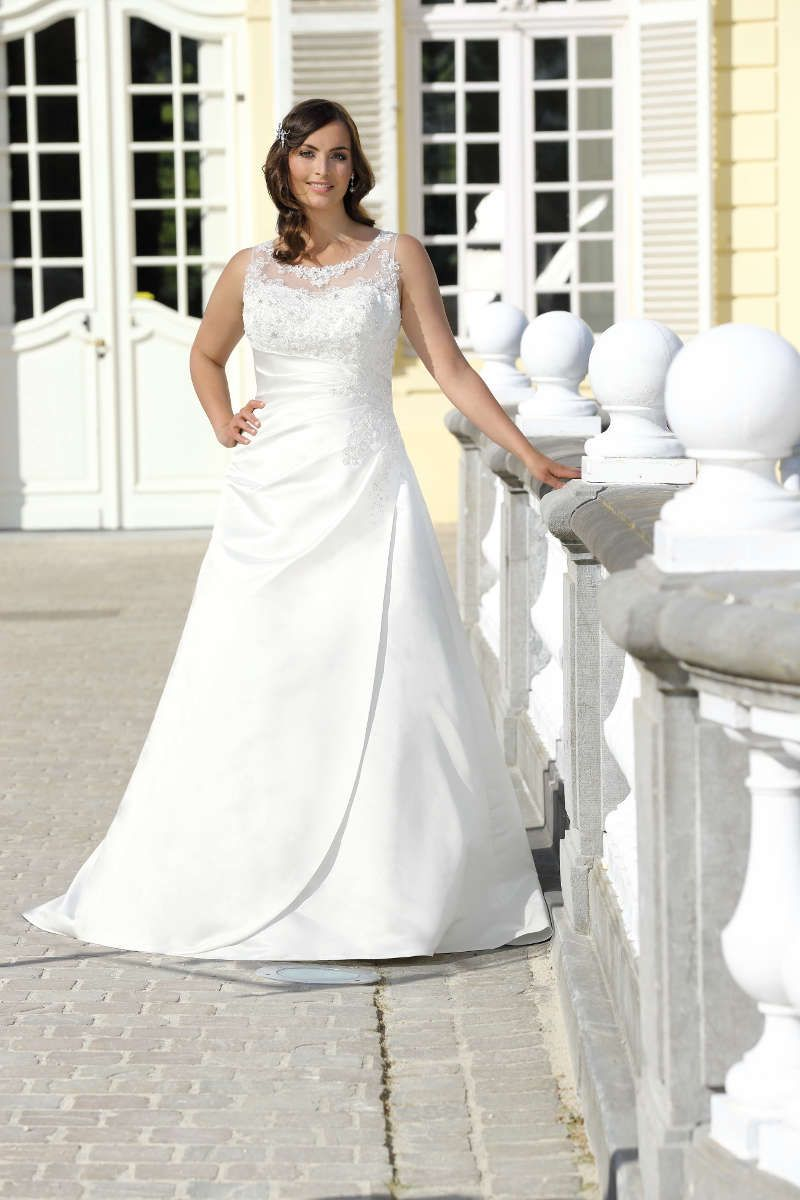 Brautkleider große Größen gibt es bei crusz Berlin. Du wirst ...