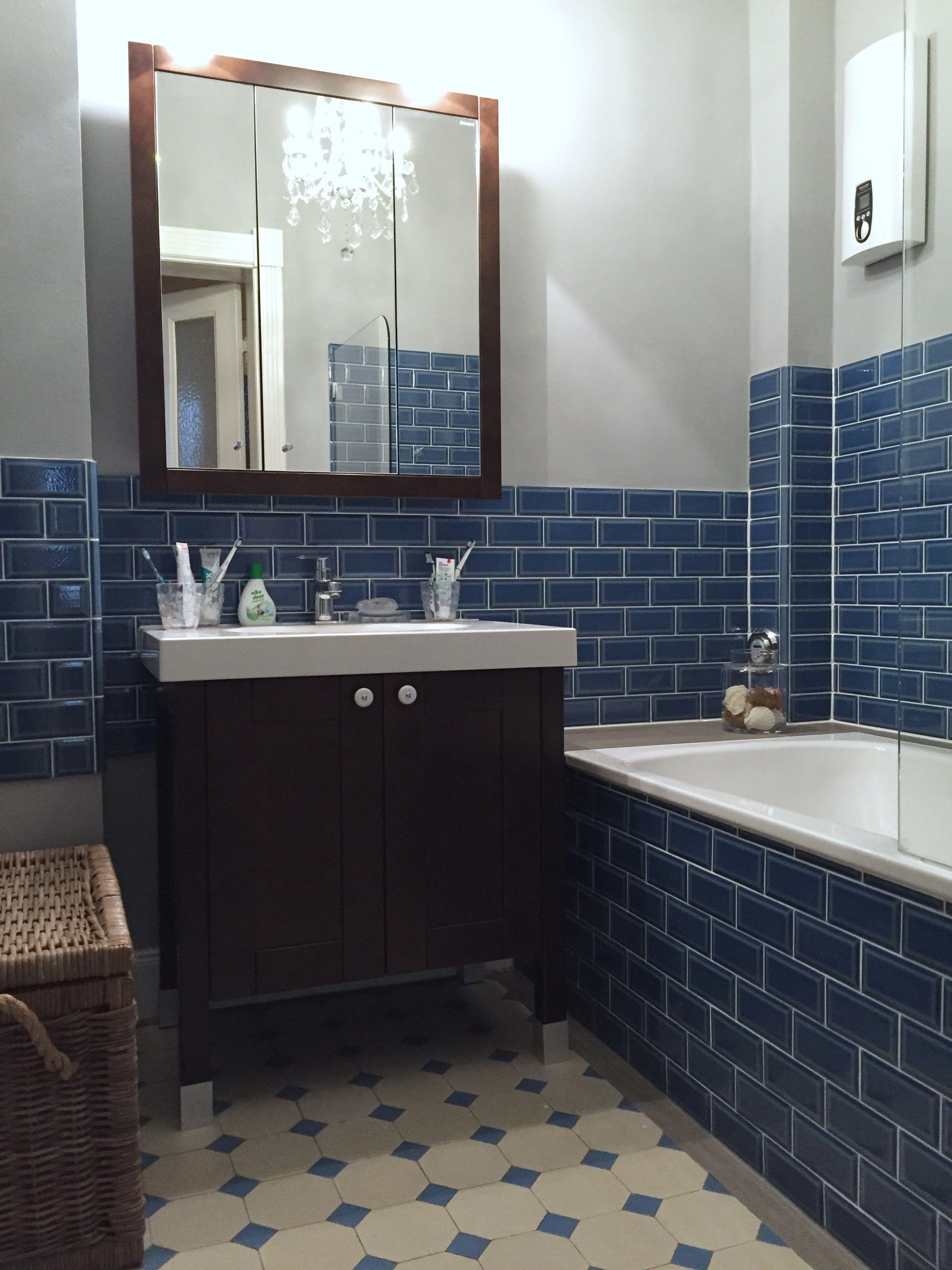 Blaue Badmöbel minibad nach sanierung blaue metrofliesen adex dunkelbraune