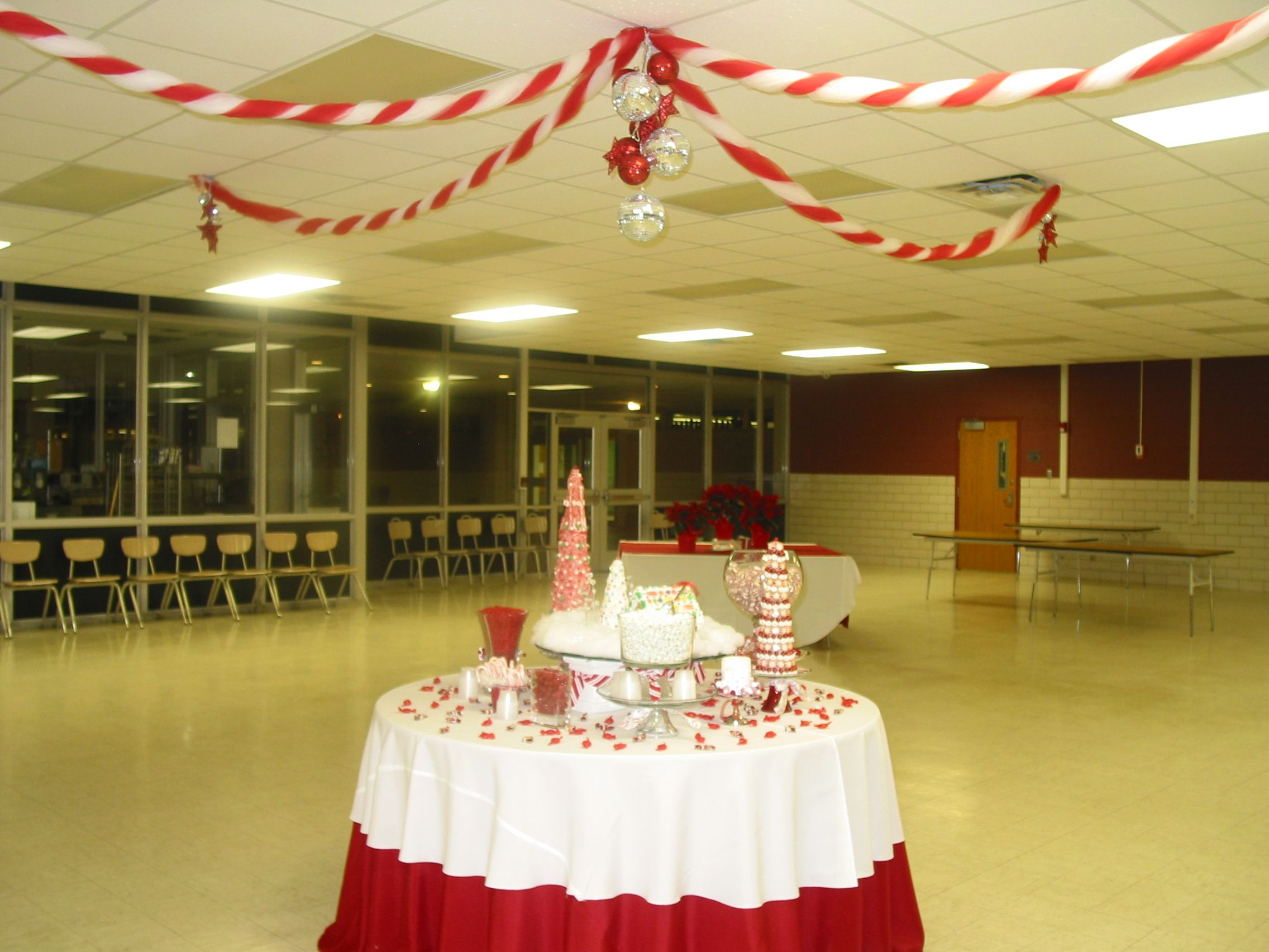 A cool school Christmas cafeteria! | Parties \'R\' Us | Pinterest ...