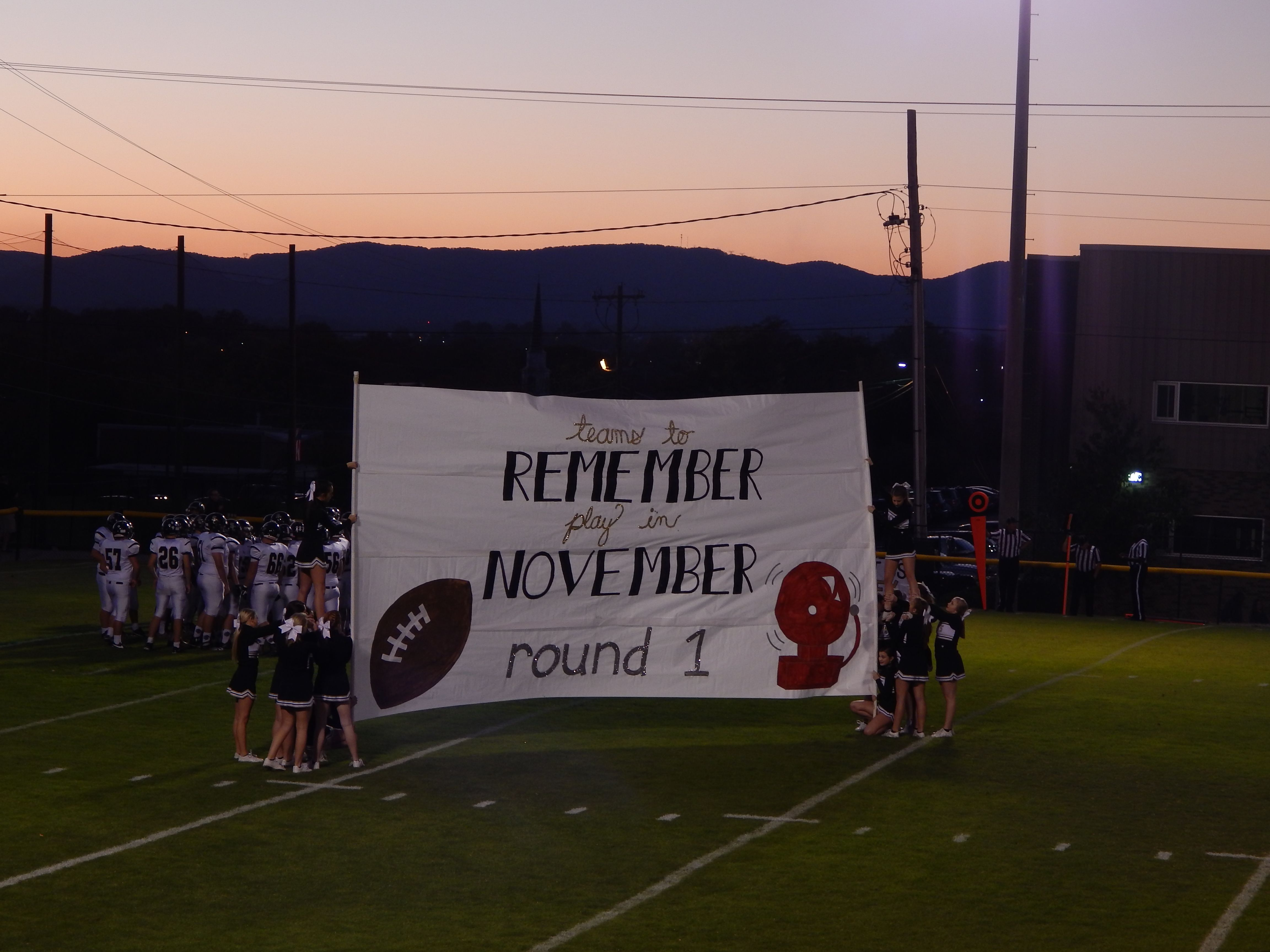 Schs At Notre Dame Chattanooga Tn 11 04 2016 Teams To Remember In November Round 1 Football Cheer Cheer Signs Football Banner
