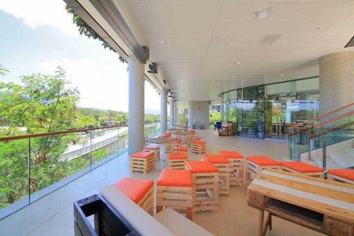 http://retaildesignblog.net/2015/12/13/o2-cafe-organic-restaurant-by-mas-studio-hong-kong/