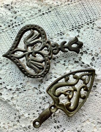.cast iron trivets