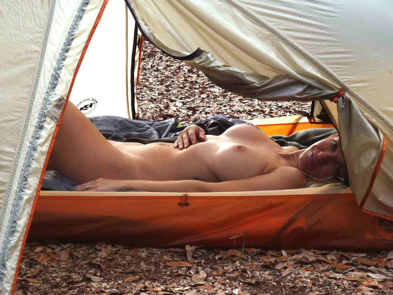 Tent girl nude — photo 10